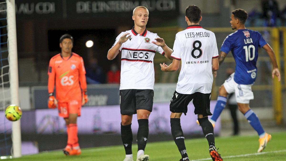 Kasper Dolberg célèbre avec Pierre Lees Melou son but face à Strasbourg