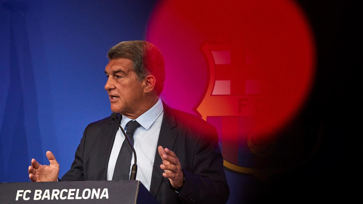 """Joan Laporta """"déçu"""" de voir Lionel Messi avec le maillot du PSG"""