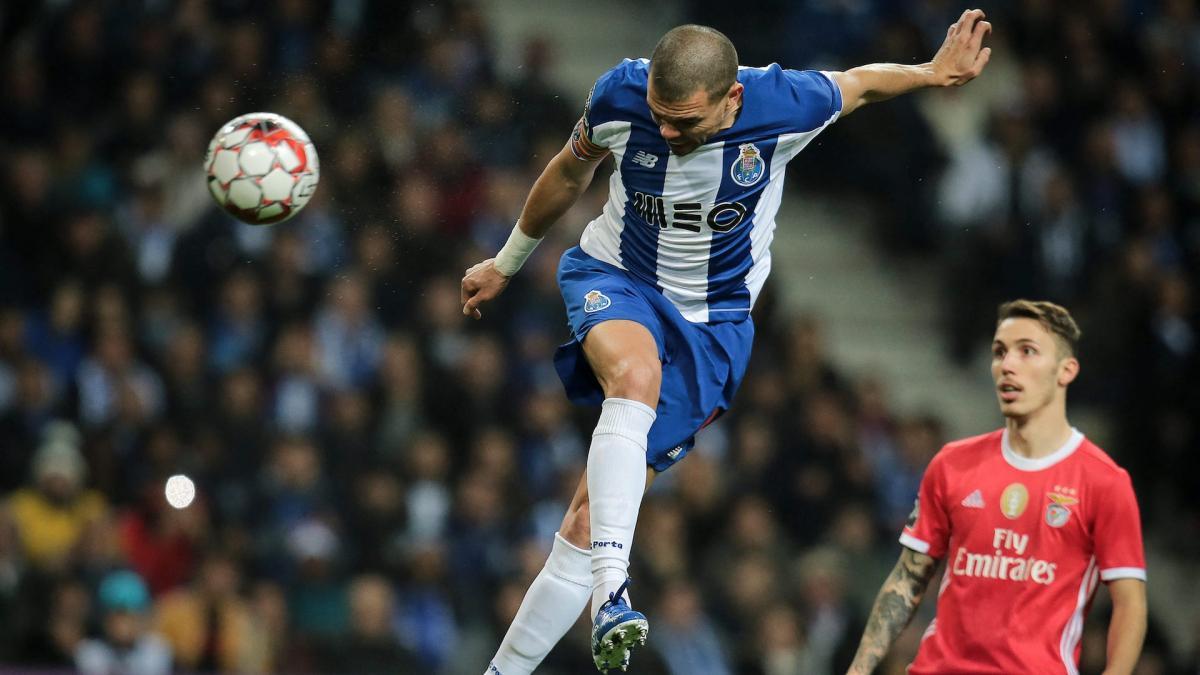 Vidéo : Pepe déclenche une bagarre générale lors du match amical Porto-AS Roma