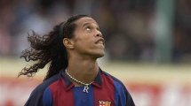 Ronaldinho fait une dedicace au FC Grésilles