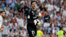 Thibaut Courtois tacle Anthony Martial