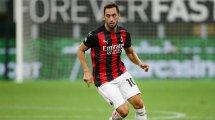 Hakan Çalhanoglu signe à l'Inter