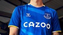 Hummel dévoile le maillot domicile d'Everton pour la saison 2021-2022