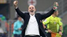 AC Milan : Stefano Pioli félicite ses joueurs après la victoire contre l'Hellas Vérone