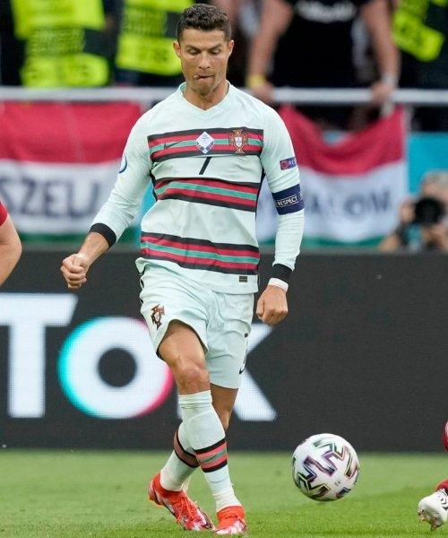 Cristiano Ronaldo face à la Hongrie