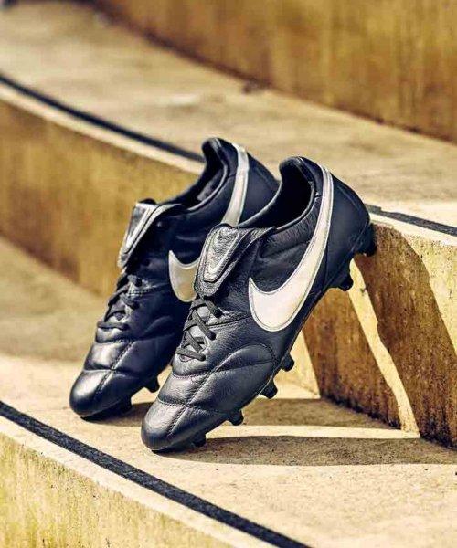 La Nike Premier II noire et blanche