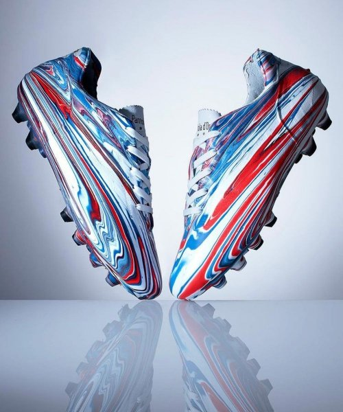 La paire de Pantofola d'Oro inédite en hommage à Steven Gerrard