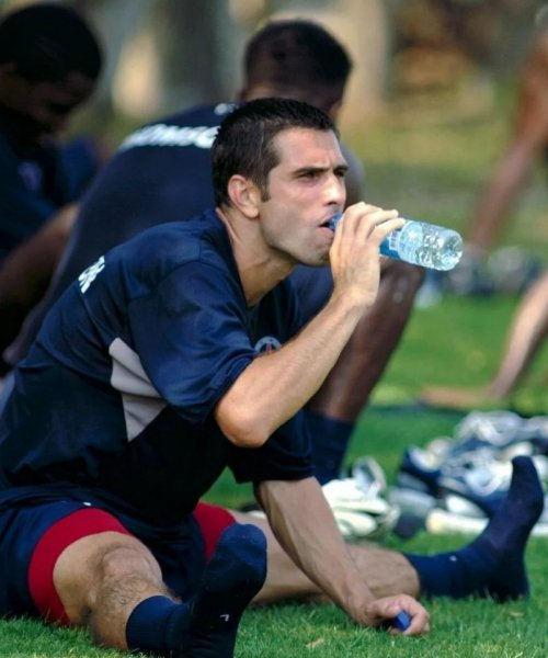 Bien s'hydrater est indispensable pour être performant au football