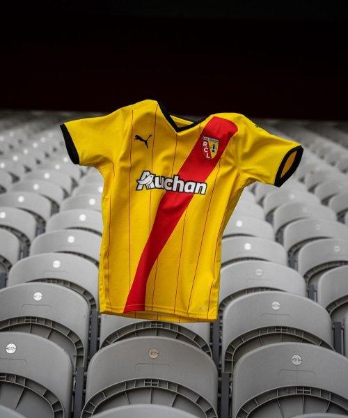 Le nouveau maillot domicile du RC Lens, conçu par Puma
