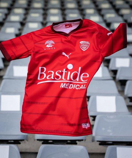 Les nouveaux maillots du Nîmes Olympique pour la saison 2021/2022
