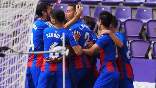 Los jugadores del Eibar celebran un gol