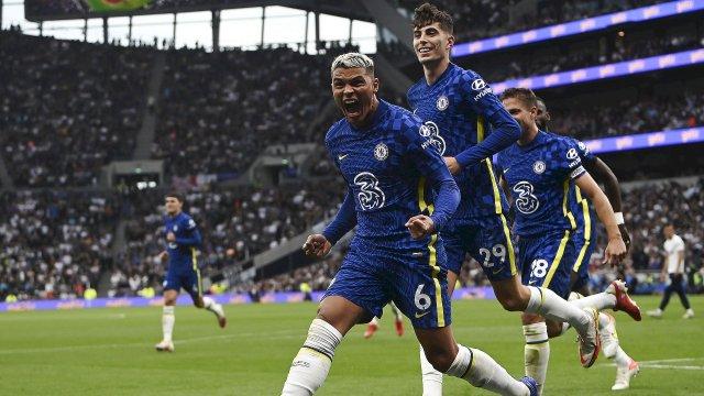 Thiago Silva célèbre son but dans le derby contre Tottenham