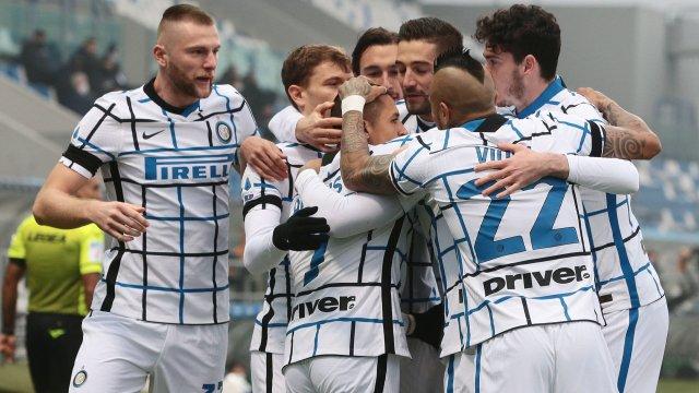 Los jugadores del Inter de Milán celebran un gol