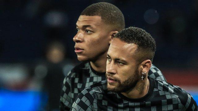 Kylian Mbappé et Neymar Jr à l'échauffement face à Montpellier