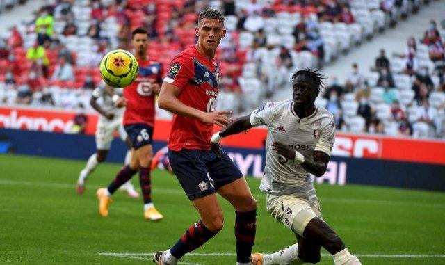 Sven Botman avec Lille contre le FC Metz