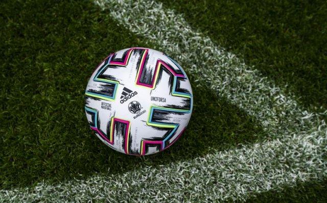 FOOTBALL CHAMPIONNAT D'EUROPE  2021 - Page 4 Ballon-adidas-uniforia-euro-2020-img6