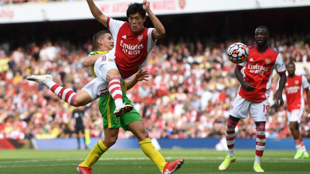 Takehiro Tomiyasu avec Arsenal contre Norwich