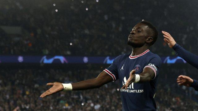 Idrissa Gana Gueye célèbre son but face à Manchester City en Ligue des Champions.