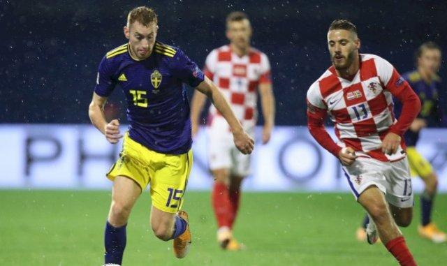 Dejan Kulusevski avec la Suède au duel avec le Croate Nikola Vlasic