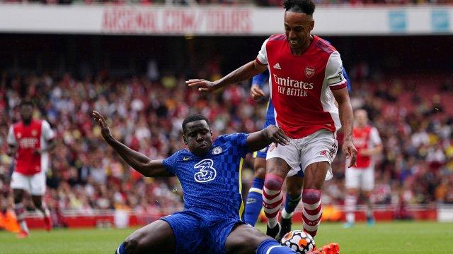 Zouma au duel avec Aubameyang lors d'un amical Arsenal-Chelsea