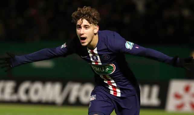Adil Aouchiche celèbre son premier but en pro avec le PSG en Coupe de France