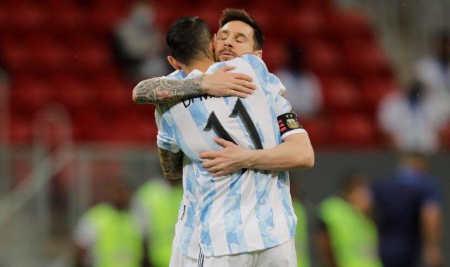 Lionel Messi serre fort Angel Di Maria
