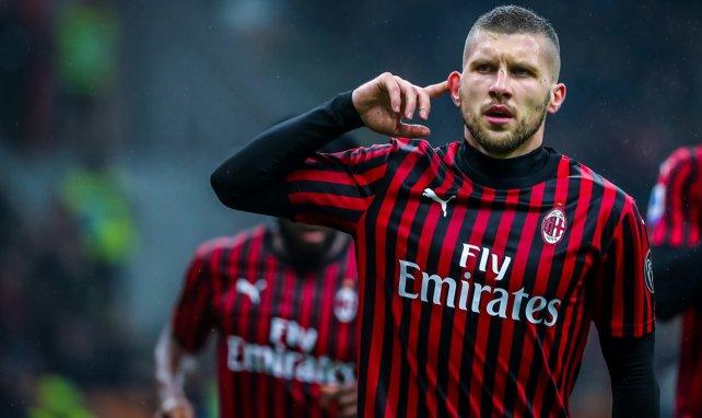 Ante Rebic célèbre un but avec le Milan AC