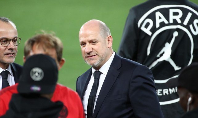 Antero Henrique avant un match de Ligue des Champions du PSG