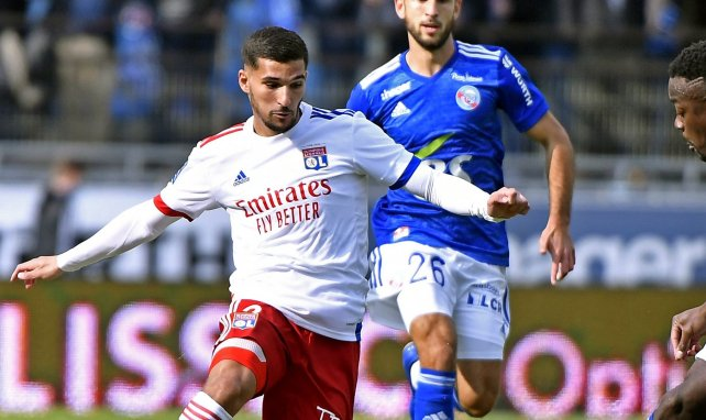 Houssem Aouar en action avec l'OL en Ligue 1