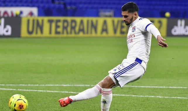 OL : Houssem Aouar attend un signe du Barça et du Real