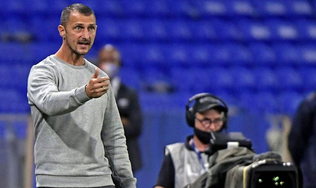 Arpinon torpille ses joueurs après Strasbourg — Nîmes