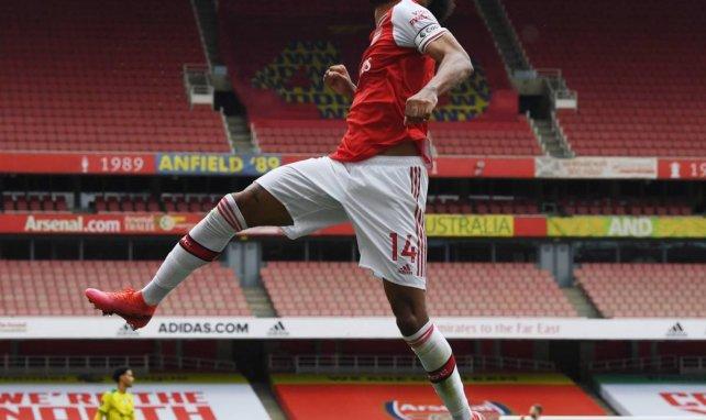 Aubameyang célèbre son but lors d'Arsenal-Norwich