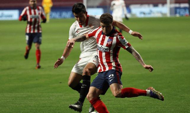 Kieran Trippier au duel avec Marcos Acuña