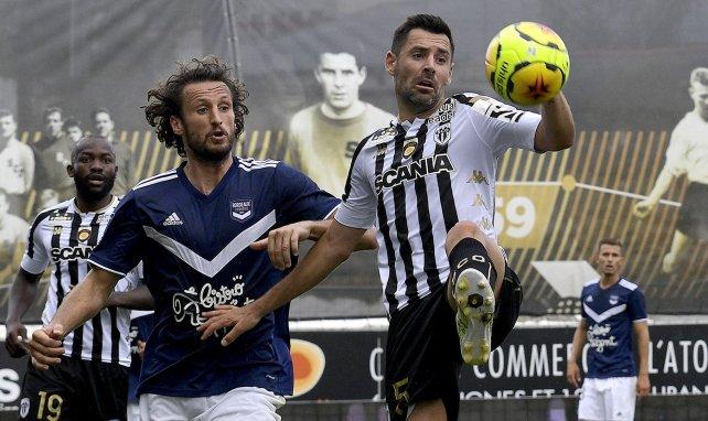 Paul Baysse face à Thomas Mangani en Ligue 1