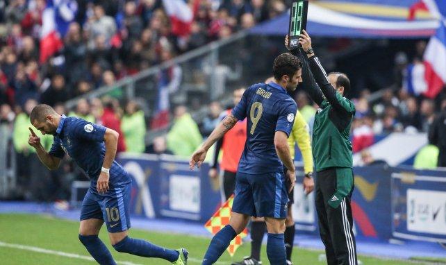 Karim Benzema remplace Olivier Giroud lors d'un match des Bleus