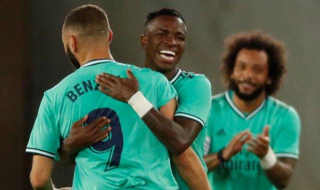 L'accolade entre Benzema et Vinicius après un but face à la Real Sociedad