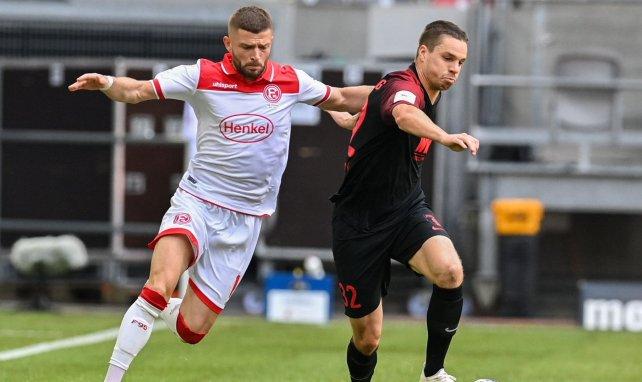 Valon Berisha (à gauche) sous le maillot du Fortuna Düsseldorf