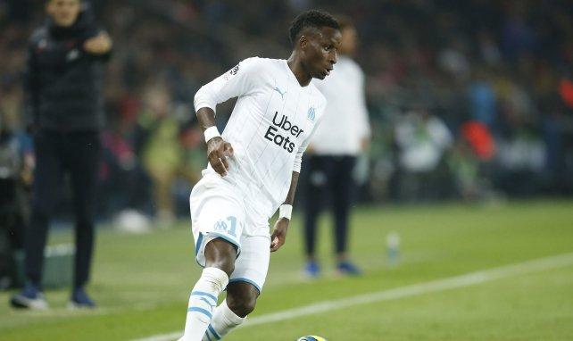 Bouna Sarr en action en Ligue 1 avec l'OM face au PSG