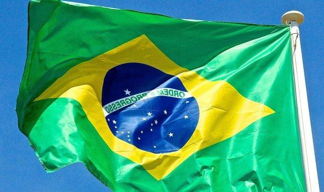 Brésil : un joueur remplacé à la mi-temps après avoir été testé positif