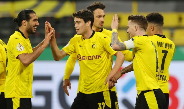 Giovanni Reyna célèbre un but avec Dortmund