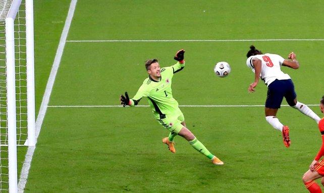 Dominic Calvert-Lewinmarque un but avec l'Angleterre