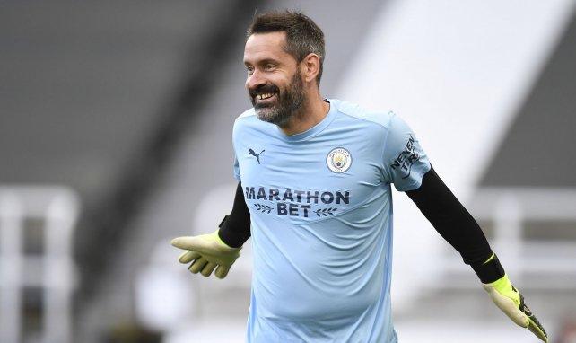 Manchester City : Scott Carson fête sa première titularisation en Premier League depuis 10 ans !