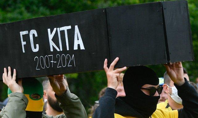 Des supporters nantais ont enterré le cercueil du FC Kita
