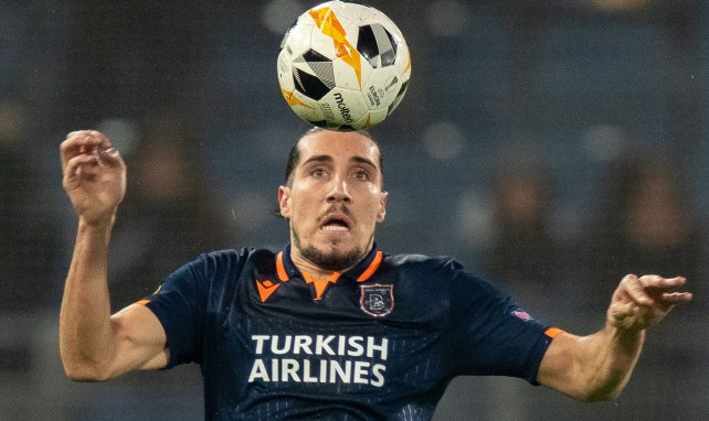 Enzo Crivelli sous le maillot d'Istanbul Basaksehir