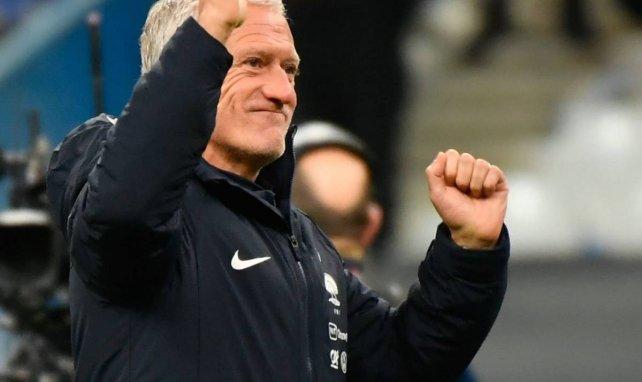 Didier Deschamps et les poings de la victoire