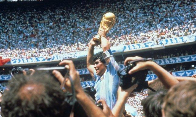 Zinedine Zidane rend hommage à Diego Maradona