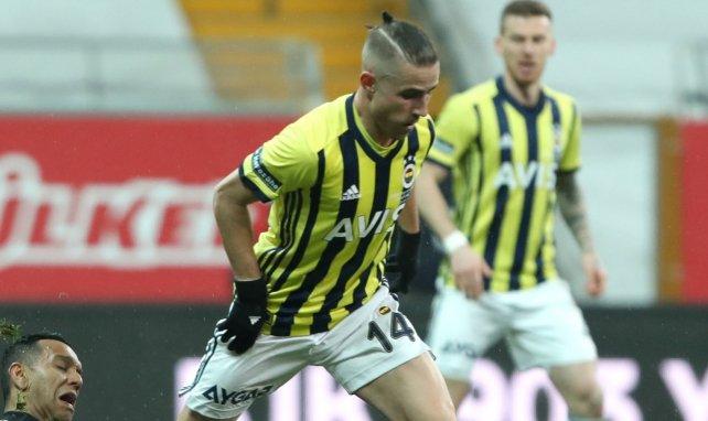 Dimitris Pelkas sous le maillot du Fener