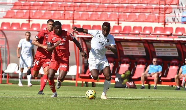 Le Bayer Leverkusen et Fribourg s'intéressent à Eric Junior Dina Ebimbe