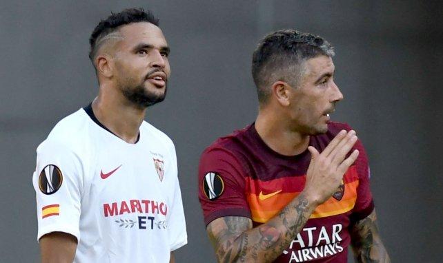 Youssef En-Nesyri (Séville FC) et Aleksandar Kolarov (AS Roma) en Europa League
