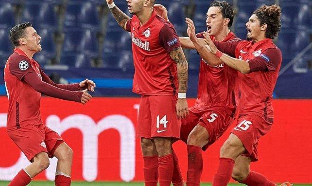 Les joueurs de Salzbourg célèbrent le but de Dominik Szoboszlai contre le Lokomotiv